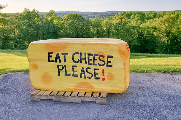 eat cheese baleboard